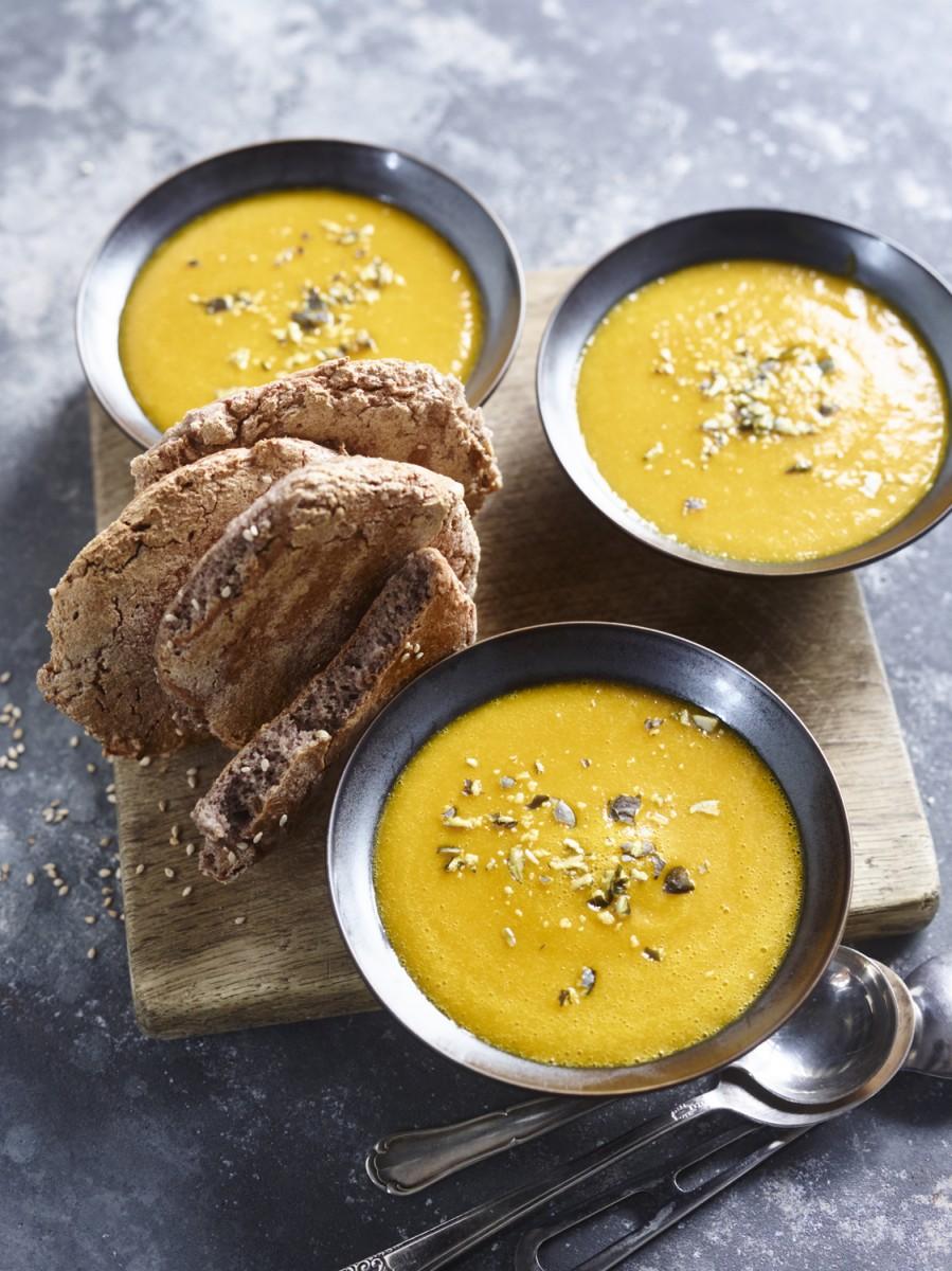 Surdham – Vegan Daily – Kuerbissuppe mit weißem Miso, Buchweizenbroetchen
