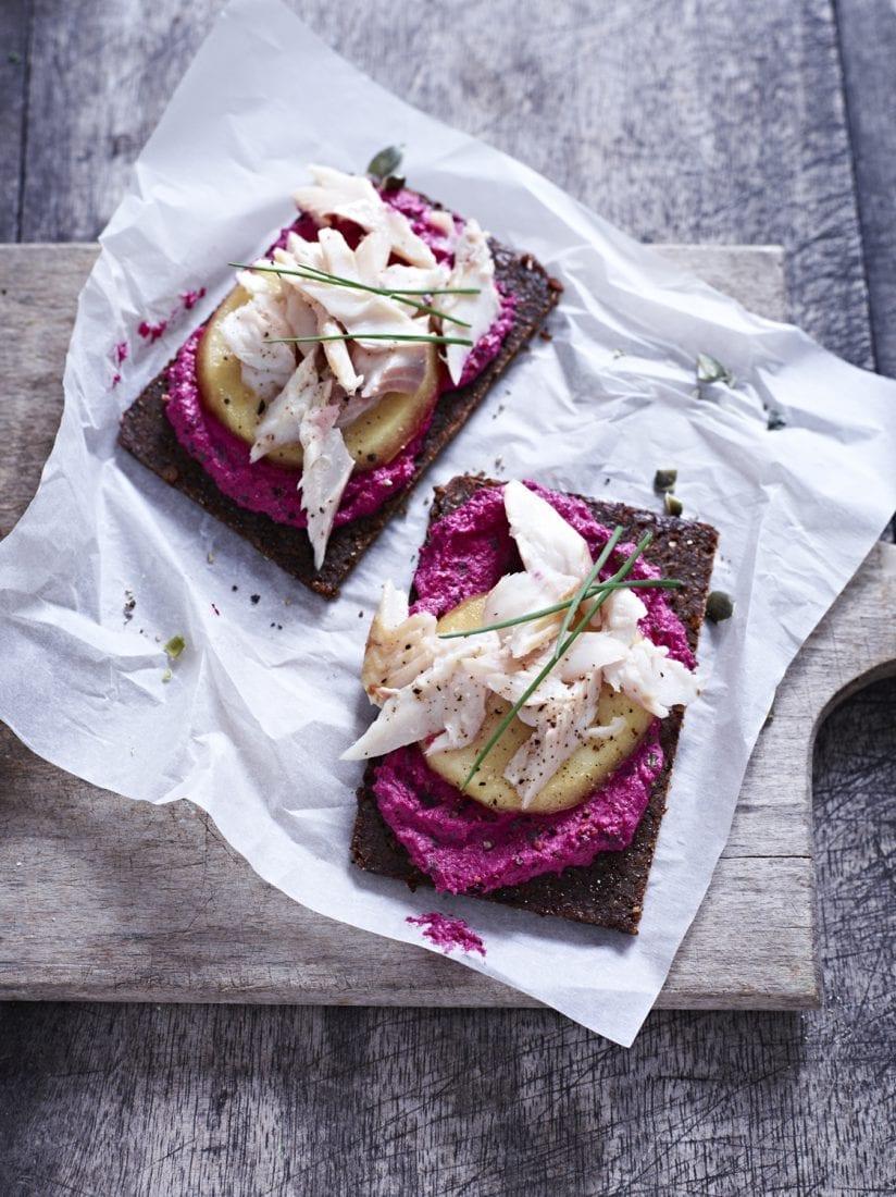 Willkommen im Gemüsegarten – rote Beete Creme mit Raeucherforelle